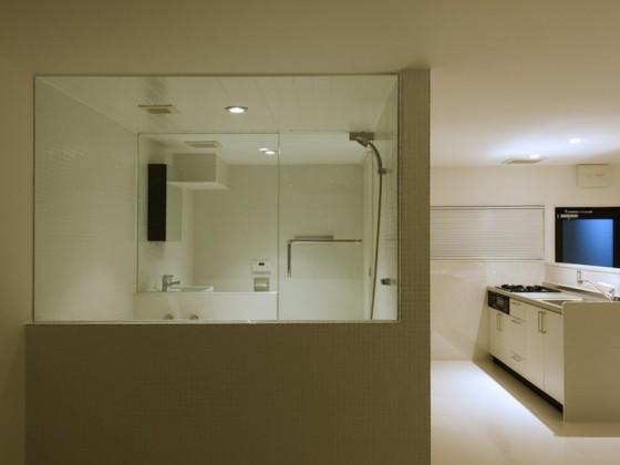 white-room-l01